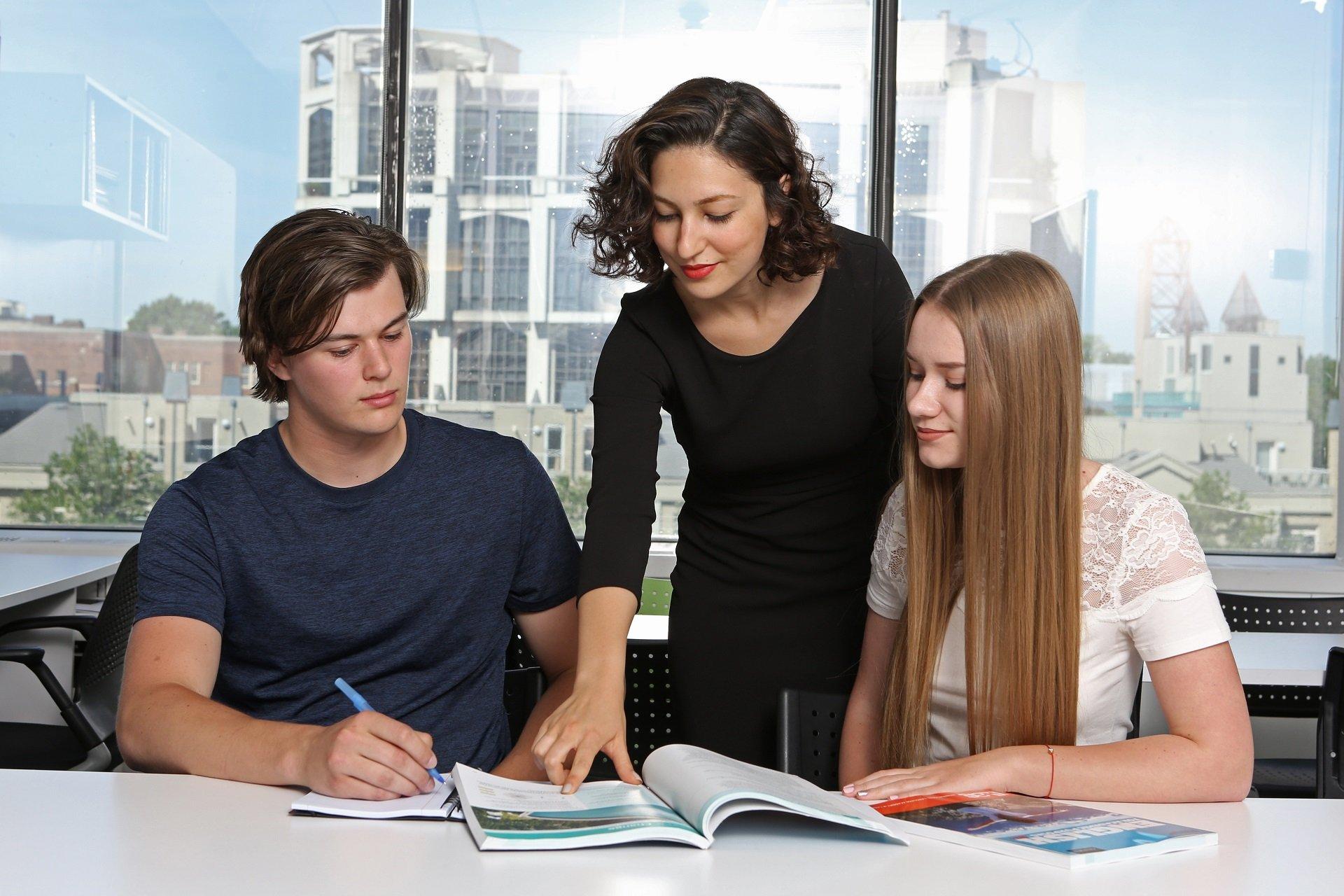 Dil Okullarında Çalışma İzni Var Mı ?